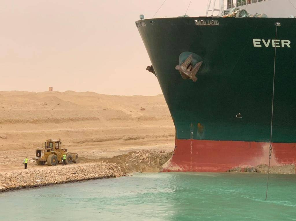 The Evergreen ship that blocked the Canal / Reuters shipping lane